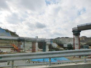 大阪府へ桐箪笥お届け、新名神高速道路建設中