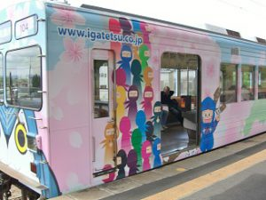 伊賀の忍者列車