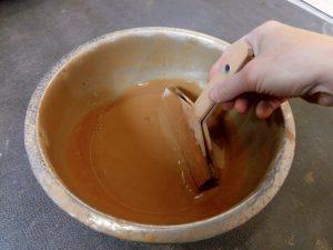 桐タンス修理、塗装、砥の粉と刷毛