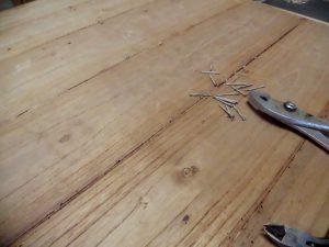 桐タンス修理、木地修理中の背板1
