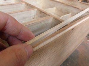 桐タンス修理、木地修理中の角、桐材の埋め木